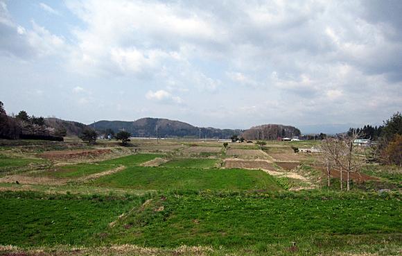 花巻ならの里ユースホステルの正面には畑が広がっています