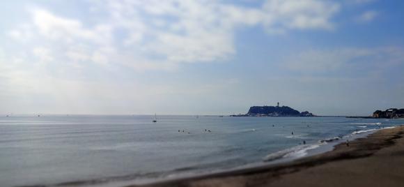 七里ヶ浜海岸と江の島