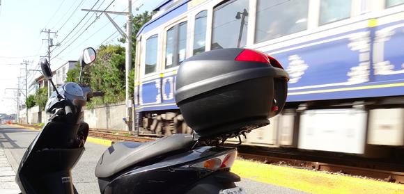 原付バイクと江ノ電
