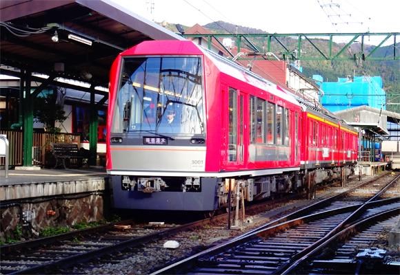 強羅駅に停車中の箱根登山鉄道