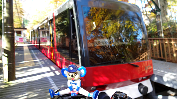 ドアラと箱根登山ケーブルカー・上強羅駅