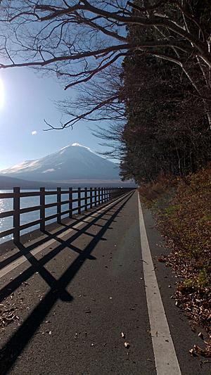 山中湖とサイクリングロードと富士山