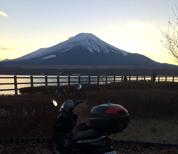富士山と山中湖を背景にDioとドアラと撮影