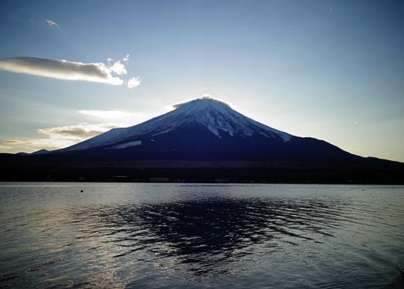 太陽が富士山に隠れた