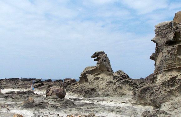 秋田県・ゴジラ岩