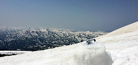 山形県・月山から見る朝日連峰