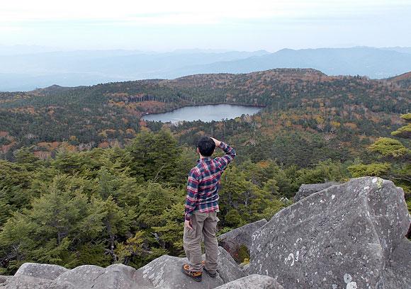 八ヶ岳の高見石から見る白駒池