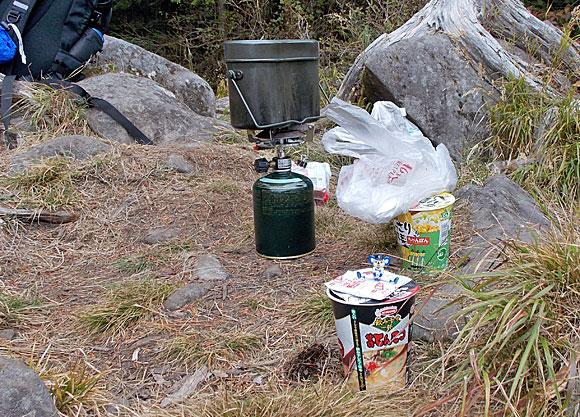 長野県北八ヶ岳・丸山山頂で昼食