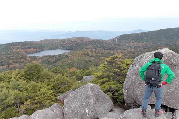 高見石から白駒池を見下ろす!