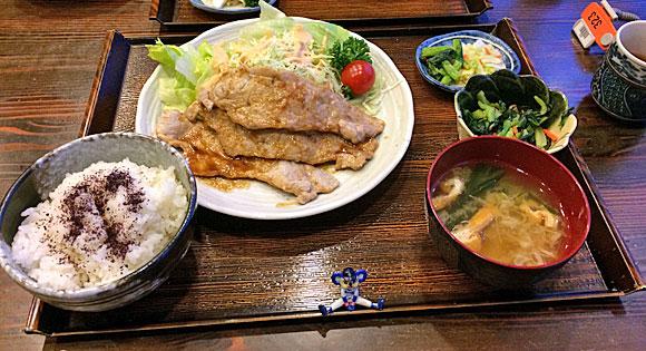 夕食は生姜焼き定食