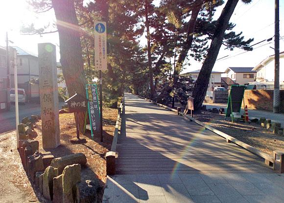 ユネスコの世界文化遺産・富士山-信仰の対象と芸術の源泉」の1つである御穂神社と参道「神の道」