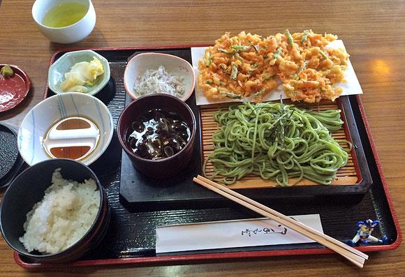 羽衣で桜えびのかき揚げ付きの茶そば定食を食べました!