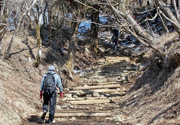 神奈川県伊勢原市・大山登山「山頂への最後の登り」
