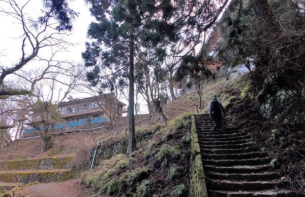 神奈川県伊勢原市・大山登山「阿夫利神社駅まで戻って来た」