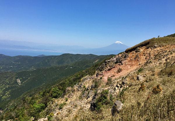 子達磨山へ向う途中には緑がない箇所もある