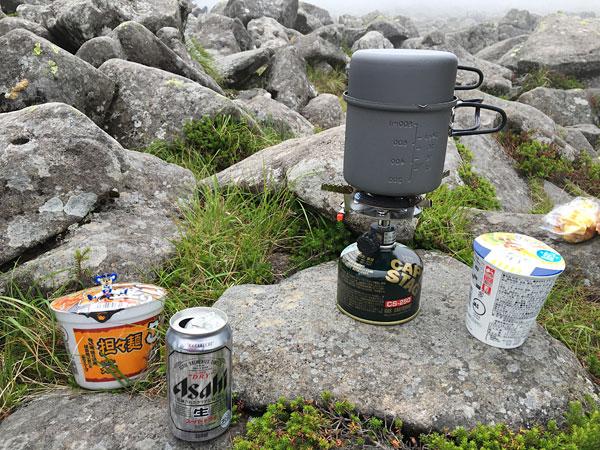 蓼科山山頂でお昼ご飯