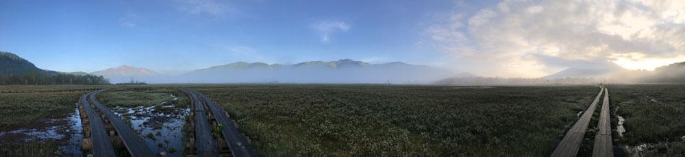 早朝の尾瀬ヶ原の竜宮(パノラマ)