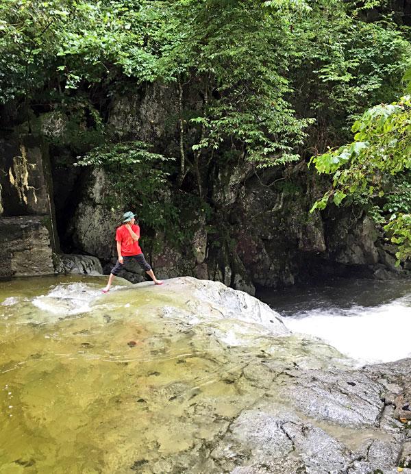 尾白川渓谷で水遊び