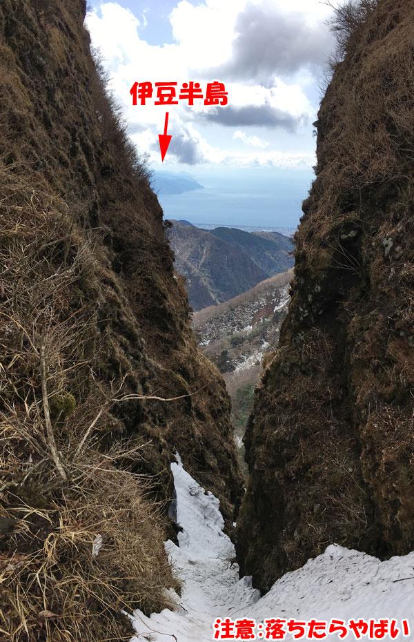 愛鷹山日帰り登山・割石峠から伊豆半島を望む