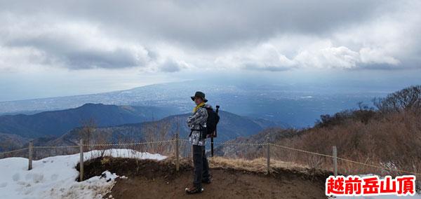 愛鷹山日帰り登山・越前岳山頂から富士市を望む