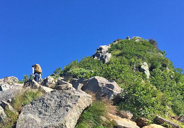 燧ケ岳登山・燧ケ岳の俎嵓へ向かう