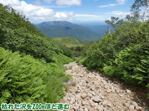 燧ケ岳登山・枯れた沢を200mほど進む