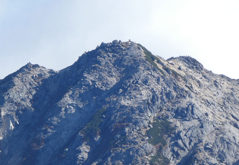 馬の背ヒュッテから甲斐駒ヶ岳山頂を望む