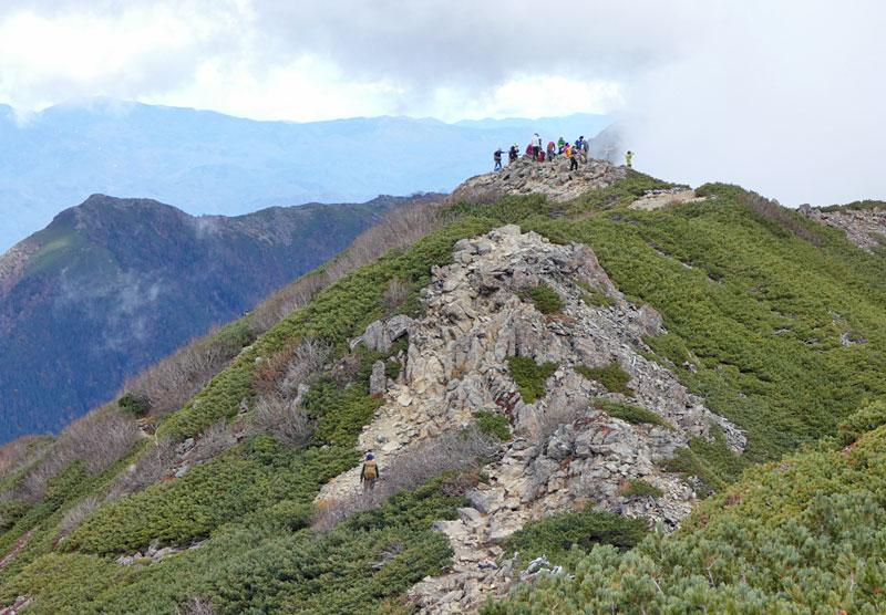 小仙丈ヶ岳の山頂が見えてきた!