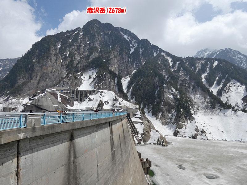 黒部湖駅方面から見た赤沢岳