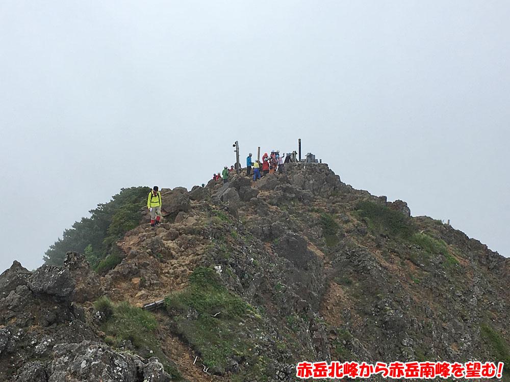 赤岳北峰から赤岳南峰を望む!