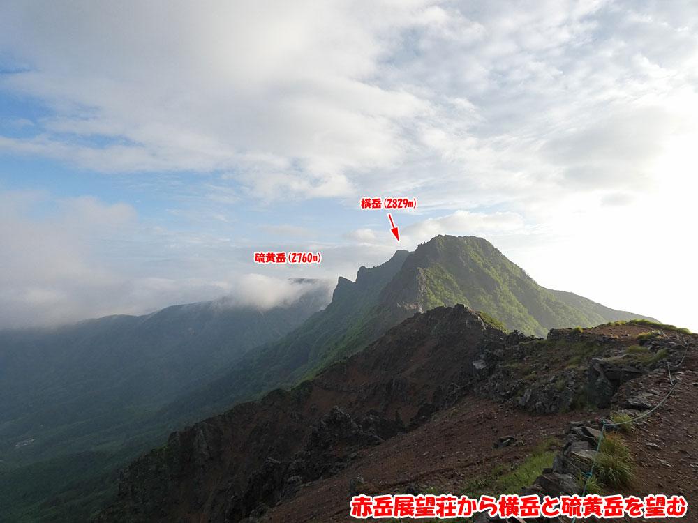 赤岳展望荘から横岳と硫黄岳を望む