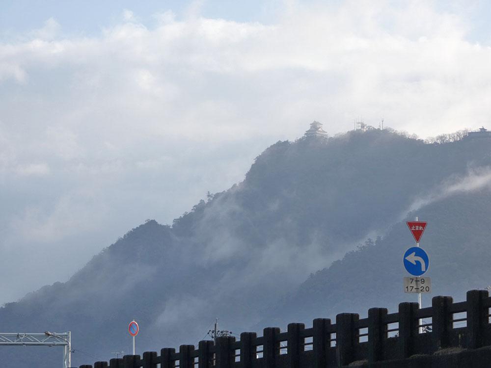 金華山にそびえたつ岐阜城