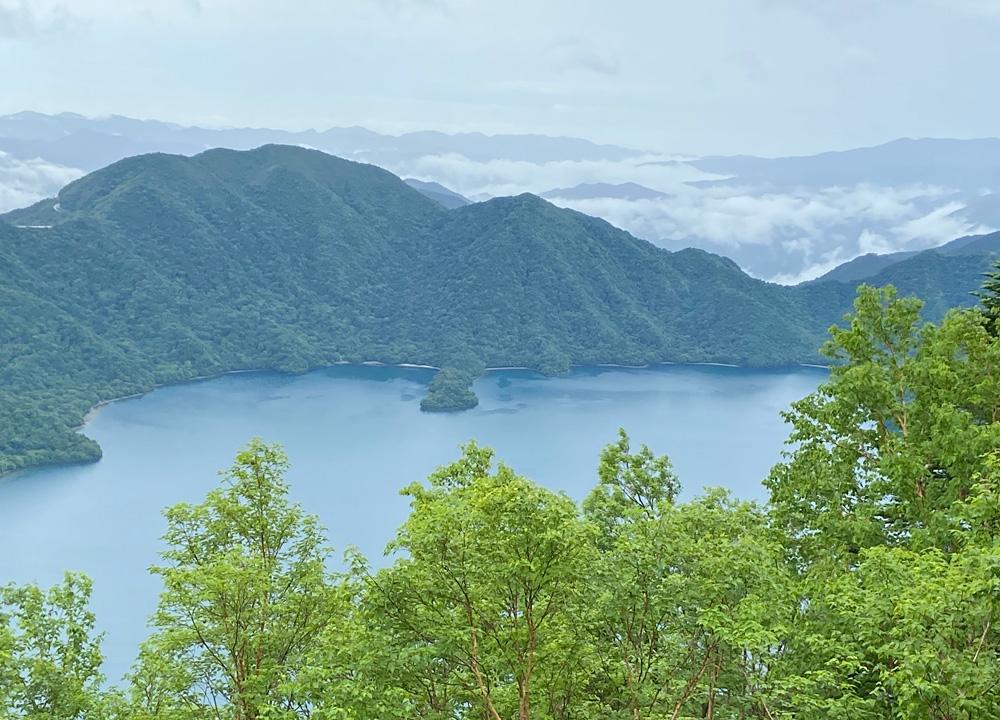 男体山・観音薙から中禅寺湖を望む